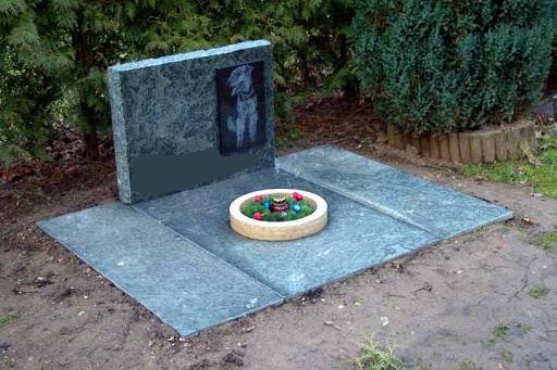 Hrob urnovy zakryty maly Zvireci